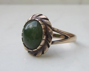 Vintage 14k Solid Yellow Gold and Nephrite Jade Ring, Size 5.25