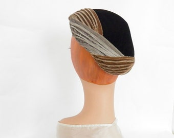 Vintage black velvet hat, 1950s tilt percher, gray brown trim. Gardner