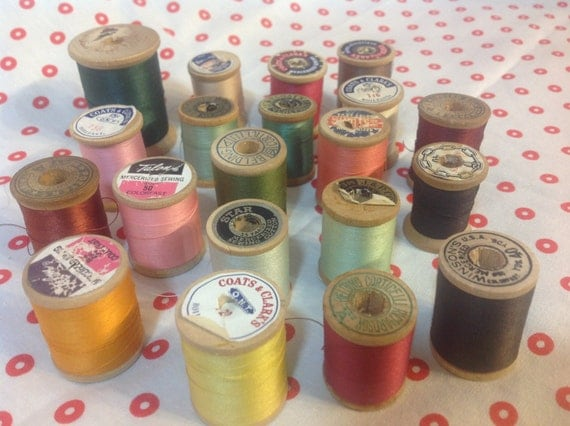 20 Vintage Wooden Thread Spools