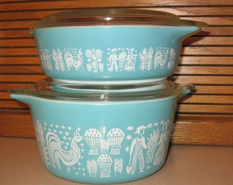 2 Vintage PYREX Butterprint Bake Serve Store Casseroles 471 and 473 with Lids  White on Turquoise Classic Amish Good Condition Beauties