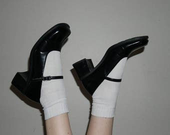 90s black shiny vegan leather mary jane heels size 8