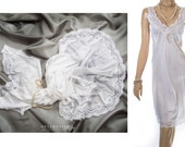 Romantic sheer silky soft glossy bridal white nylon and delicate floral lace bodice and hem detail 80's vintage full slip petticoat - PL1546