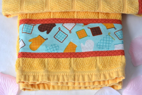 Summer Kitchen Towels, 2 Hand Decorated Towels, Kitchen Decoration, Lovely Lemon Towel Set, Set of Two, Hostess Gift, Bridal Shower Gift