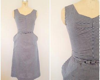 Vintage 1950s Wiggle Dress / Black and White Checks / Fitted Dress / 1960s Dress / Small