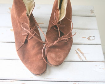 1980s SUEDE BOOTS..size 9 9.5 womens..leather boots. calf boots. urban. hipster. boho. brown boots. retro. designer. indie. joan and david