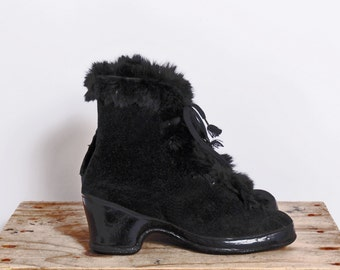 vintage 1950s overshoes/ 50s galoshes shoe covers black velvet with rabbit fur trim, winter shoe covers