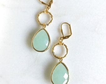 Cloudy Mint and Gold Circle Dangle Earrings in Gold.  Bridesmaid Earrings. Dangle Earrings. Mint Drop Earrings. Wedding Jewelry. Bridal Gift