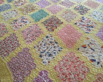 ANTIQUE VINTAGE QUILT Diamond Grandmothers Flower Garden Very Pretty