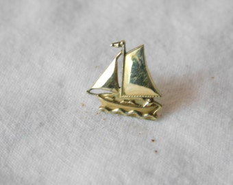Vintage Gold Plate Sailboat Pin or Earring Finding DR1
