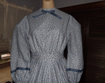 Girls Civil Size 14 War Dress Blue and White Flowered Print Dress Reenacting Dress