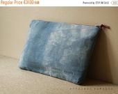 SALE Pouch. cosmetics organizer.  bag divider. wallet linen Blue purse .. / HYPHEN