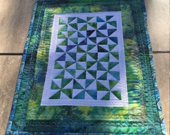Modern Quilted Table Runner, Pinwheel