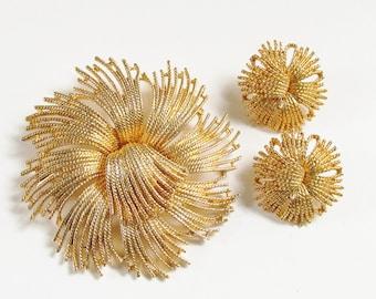 Large Vintage Cardelia Gold Flower Brooch Earrings unsigned Monet