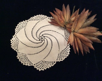 Vintage Ivory Pinwheel Crocheted Doily, Vintage Linens, Vintage Crochet, Granny's Decor, Vintage Decor, Table Linens