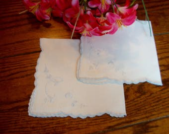Linen Pair Napkins Vintage White Tea or Cocktail Napkins Vintage Embroidered Table Linens
