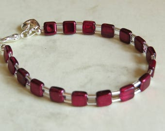 pretty deep red square glass bead silver plate bracelet