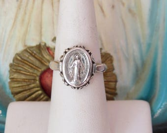 Vintage VIRGIN MARY 925 Miraculous Medal Catholic Ring- 4.6g - size 6.- Great gift for yourself or a loved one