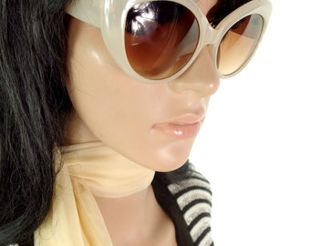 Chunky Oversized 50s Style Cats Eye reproduction sunglasses in Cream