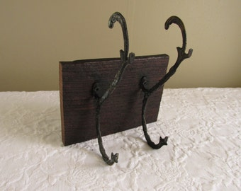 Small Salvaged Wood Coat Rack/Reclaimed Cabin Wood/Rustic Iron Hooks/Farmhouse Decor/Vintage Wall Decor/Primitive Hat Rack/Architectural