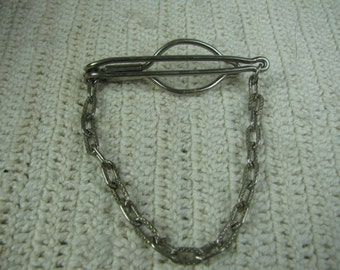 Vtg 2'' silver tie bar with chain