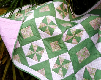 Lap Quilt, Sofa Quilt, Dorm Quilt, Quilted Throw, Patchwork Block Quilt, Floral Quilt, OOAK Handmade Baby Quilt, Girl Pink Quilted Mat