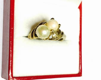 Faux pearl Ring Size 7.5, Vintage Gold tone, Clearance Sale, Item No. B773