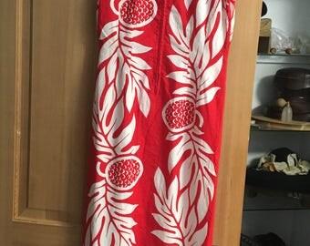 Beautiful Red and White Hawaiian Dress Mandarin Collar VLV Size SMALL