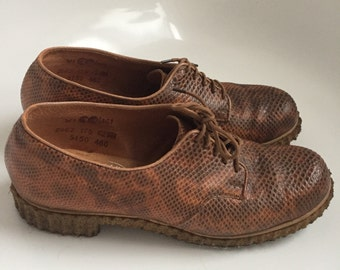 SALE 1940s CC41 lace up shoes, crepe soles
