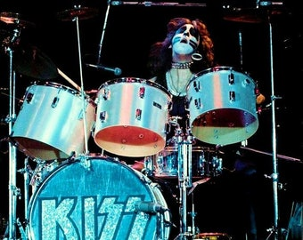 "KISS Peter Criss ""KISS CRISS"" Pearl Drums Reproduction Stand-Up Display - Rock Band Collectibles Collection Memorabilia Aucoin Retro Gift"