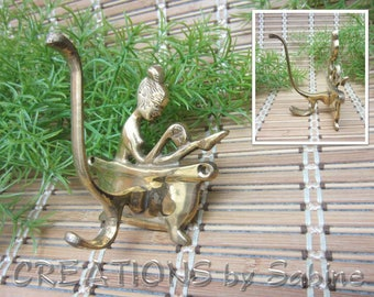 Brass Bathroom Spa Hook Woman in Bathtub Made in India Home Decor Decoration Towel Bathrobe Hook Gold Tone Metal Vintage FREE SHIPPING (619)