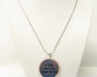 Round Silver Plated w/GOD BLESS AMERICA Pendant Necklace