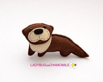Felt OTTER, stuffed felt Otter magnet or ornament, Otter toy, Forest animals,Otter magnet, Nursery decor,Otter,woodland,forest