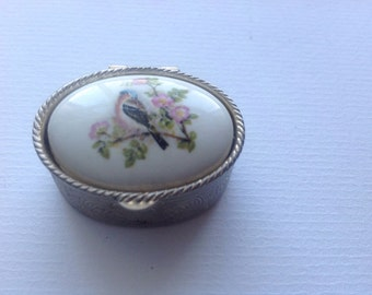 Vintage Robin  Bird Trinket Box / Small  Pill Box/ Vintage Robin Bird Small Box