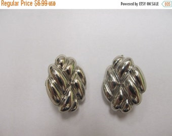 On Sale Vintage Silver Tone Earrings Item K # 2122