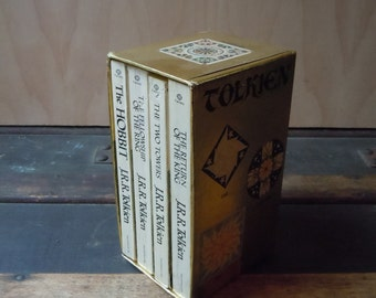 Vintage J.R.R.Tolkien Lord of the Rings + The Hobbit + Twin Towers + The Return of the King 1976 Vintage Boxed Set