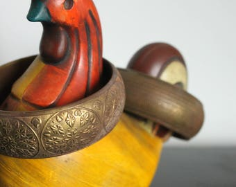 Set of 2 THICK Brass Bangle Bracelet/Brass Bracelet/Gold/Flower/Floral/Textured/ Boho/Brass Jewelry/80's Bracelet