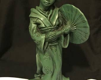 "Vintage Japanese Sculpture ""Universal Statuary Corp"" Sculpture Geisha Girl with Umbrella 1963 Collectible"