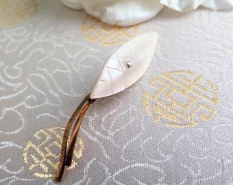 Vintage Mother of Pearl Brooch - Vintage Brooch - Mother of Pearl Brooch - Leaf Brooch - Pin - Gift for Her - Cream Brooch - 1950s - 1960s