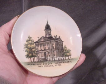 Vintage Souvenir Dished Plate Menominee Mich. County Court House
