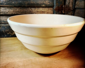 White 1940s Bauer #12 Ring Bowl