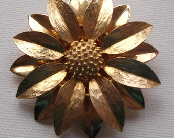 Sarah Coventry Canada Vintage Flower Brooch Gold Tone signed Add to your Sarah Coventry Collection
