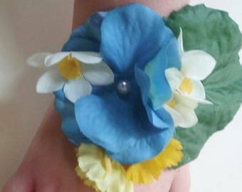 Spring wrist corsage, flower corsage, hydrangea corsage, blue corsage, mothers day corsage, bridesmaid corsage, daffodil corsage,