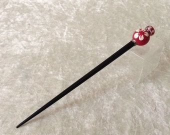 Stylish black hairpin with pink pearls