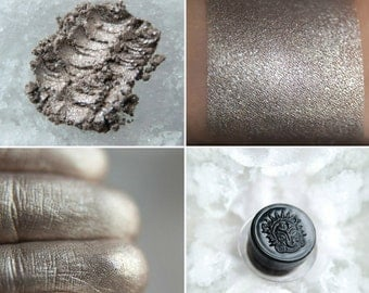 Eyeshadow: Snow Wolf - Mountain Thorp. Beige and silver shimmering eyeshadow by SIGIL inspired.