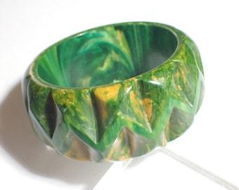 Spinach Swirl Bakelite Deeply Carved Zig Zag Pattern Wide and Chunky Bangle Bracelet