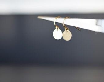 Gold dot earrings/ 14k gold filled/ Simple everyday earrings/ Gold circles/ Disc earrings/ small earrings/ Dainty elegant earrings