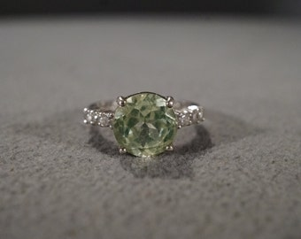 Vintage Sterling Silver Band Ring 7 Round Green Clear Cubic Zirconia Classic Design, Size 7