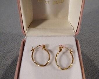 Vintage 14 K Yellow Gold Pierced Hoop Style Earrings Fancy Oval Shape Etched Classic Design BOX