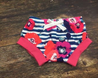 Poppy shorts with rose trim