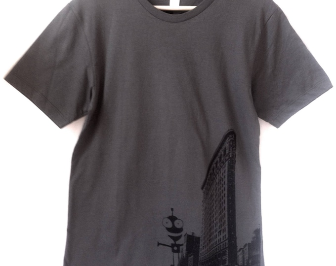 FLATIRON printed Short sleeve T shirt ADULT , with alien design  - FREE shipping